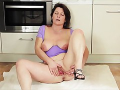 Paulana is a brunette mature lady and this babe can not think of passing a day without worthy masturbation. After revealing her nice large boobs with hard nipples on 'em this babe spreads white haunches right at the kitchen to rub her large pussy so that this babe can make it wet and enjoy her desired fingering.